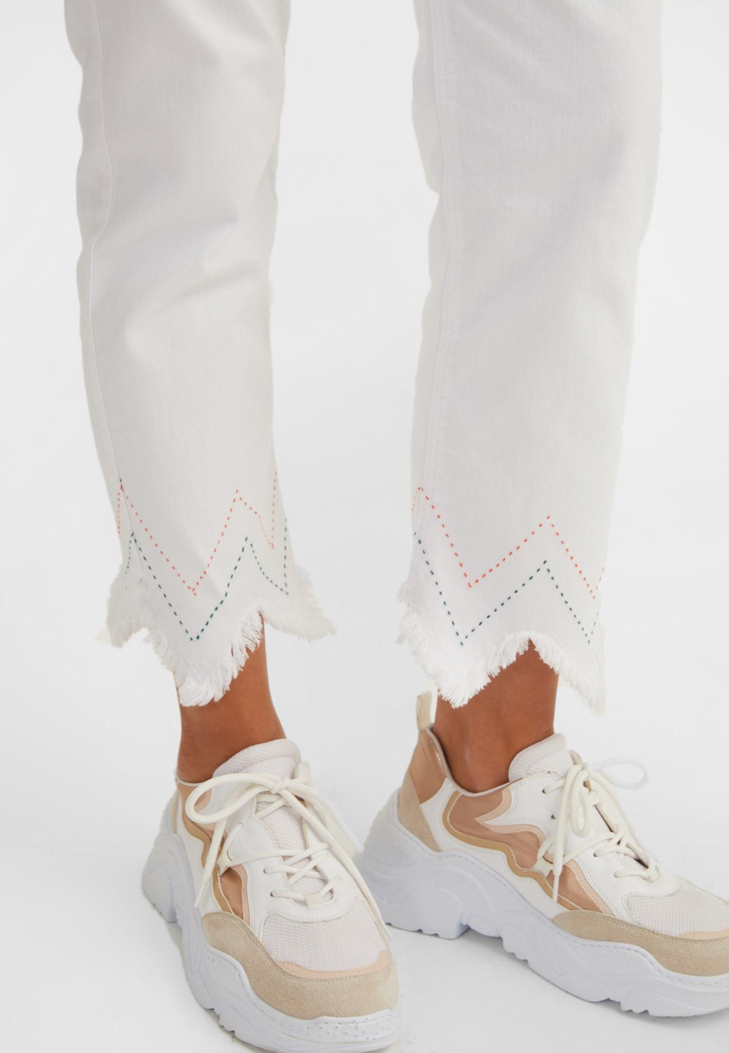 Bayan Beyaz Yüksek Bel Paçası Püsküllü Pantolon