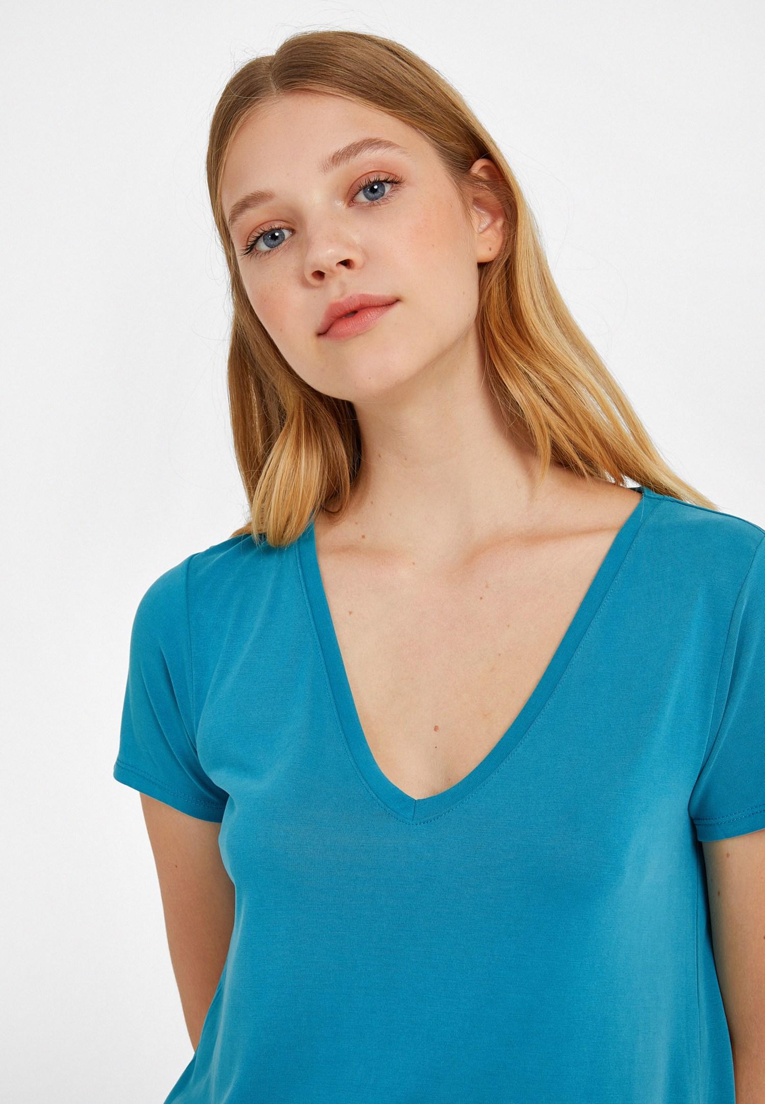 Bayan Mavi V Yaka Yumuşak Dokulu Tişört