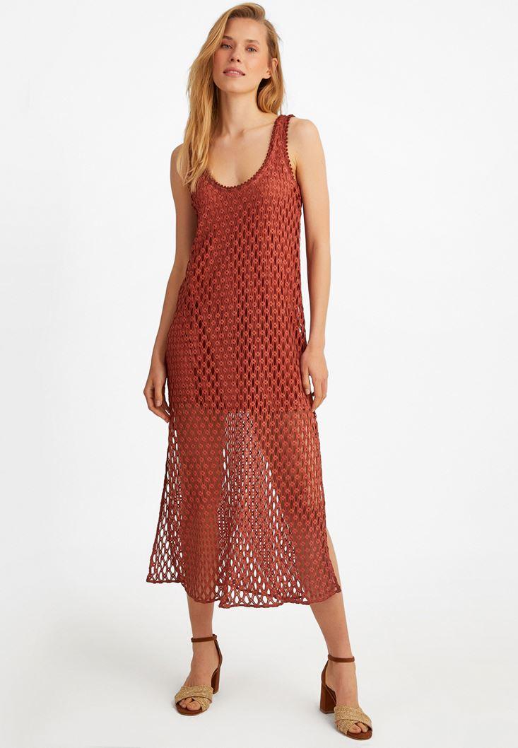 Yırtmaç Detaylı Dantel Elbise