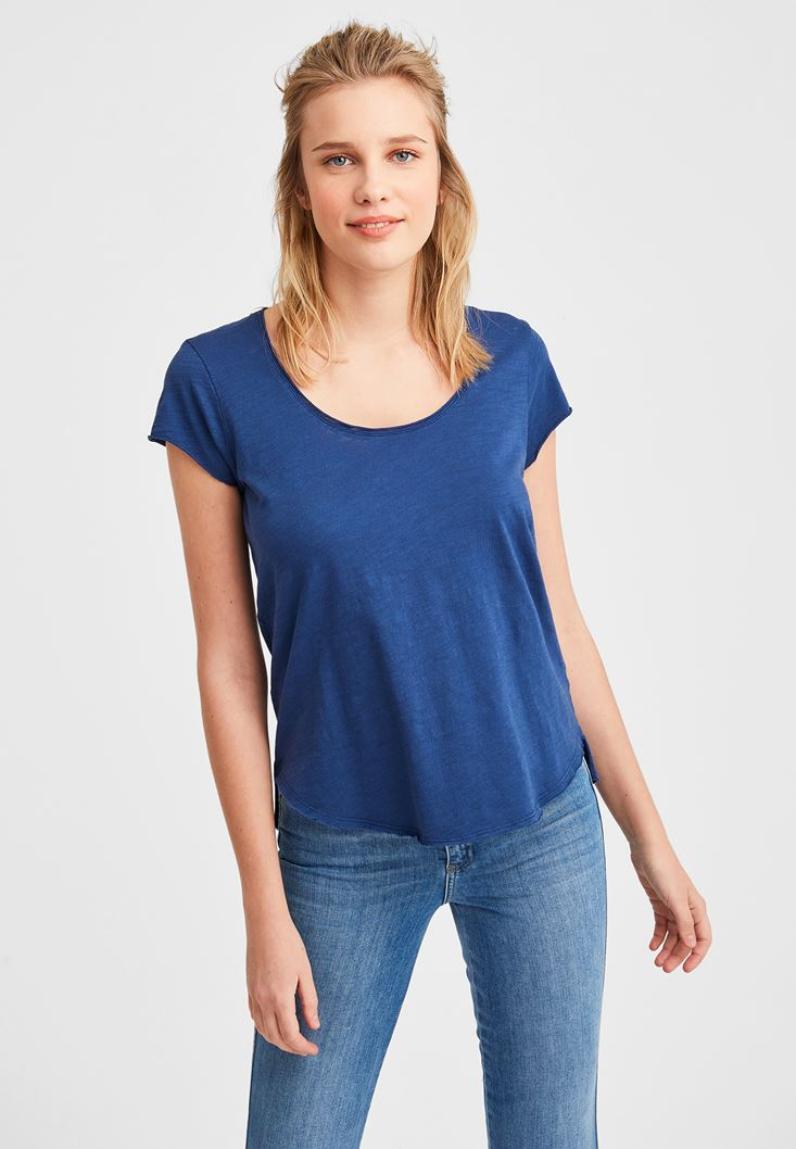Navy Basic T-shirt with U Neck Details