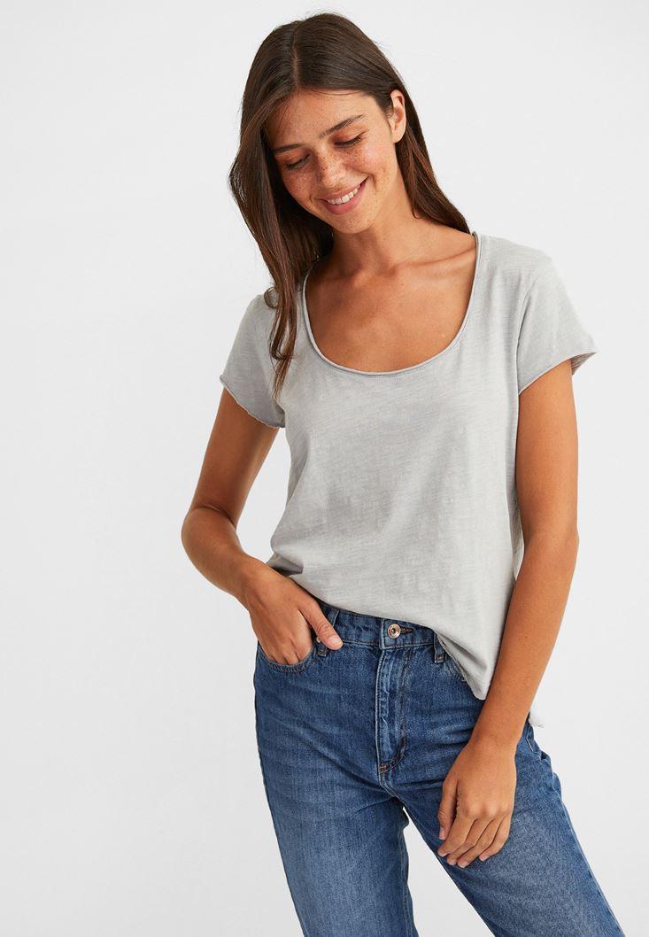 Grey Basic T-shirt with U Neck Details