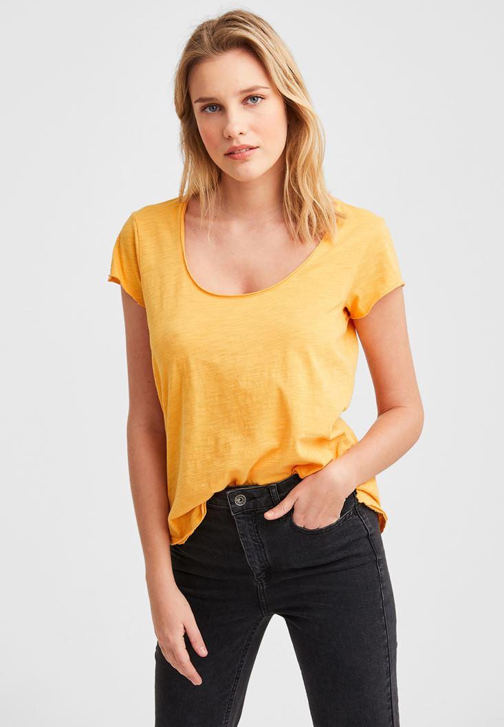 Yellow Basic T-shirt with U Neck Details