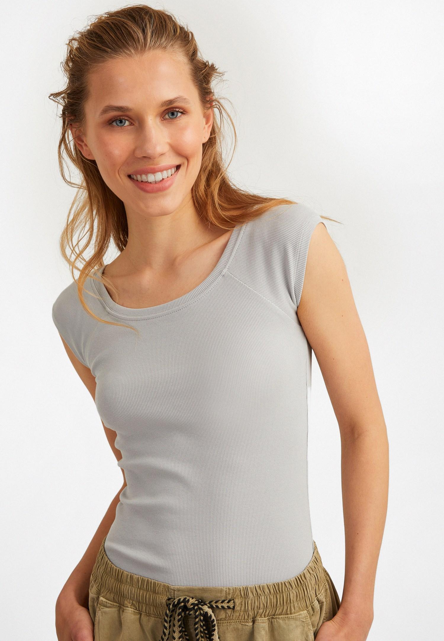Bayan Gri Yarım Kollu Basic Tişört