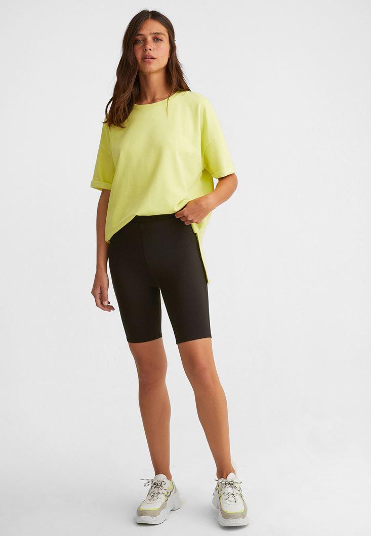 Bisikletçi Taytı ve Oversize Tişört Kombini