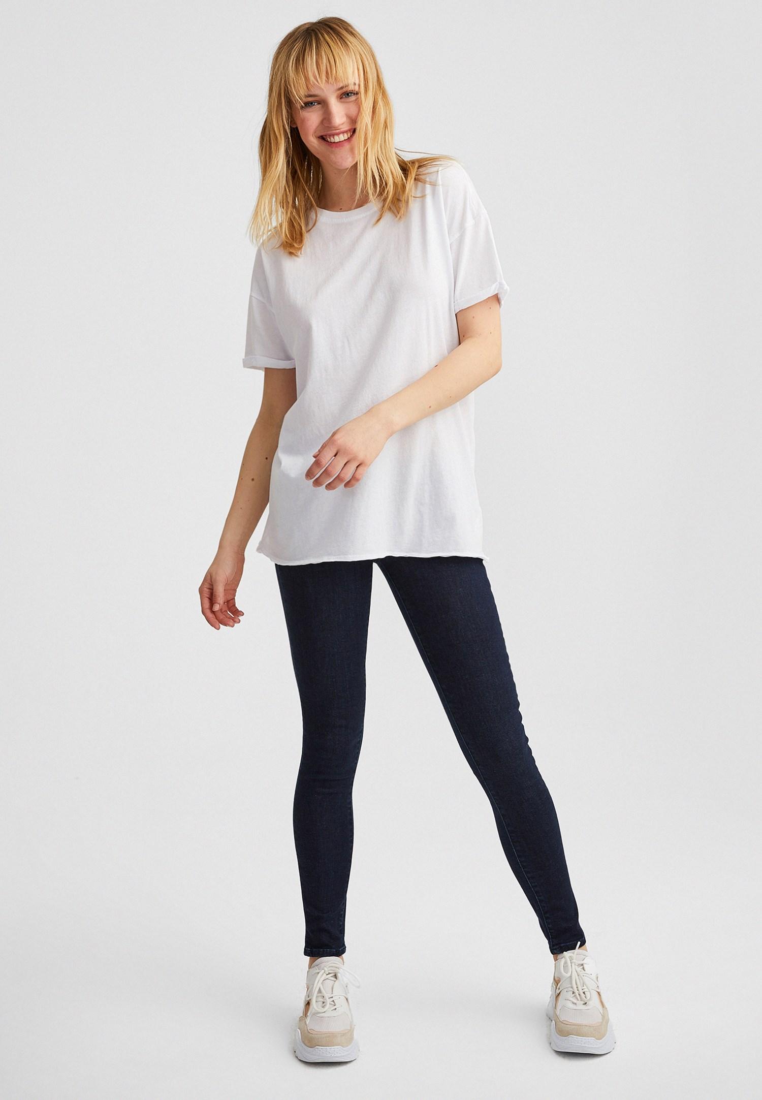 Bayan Beyaz Oversize Basic Tişört