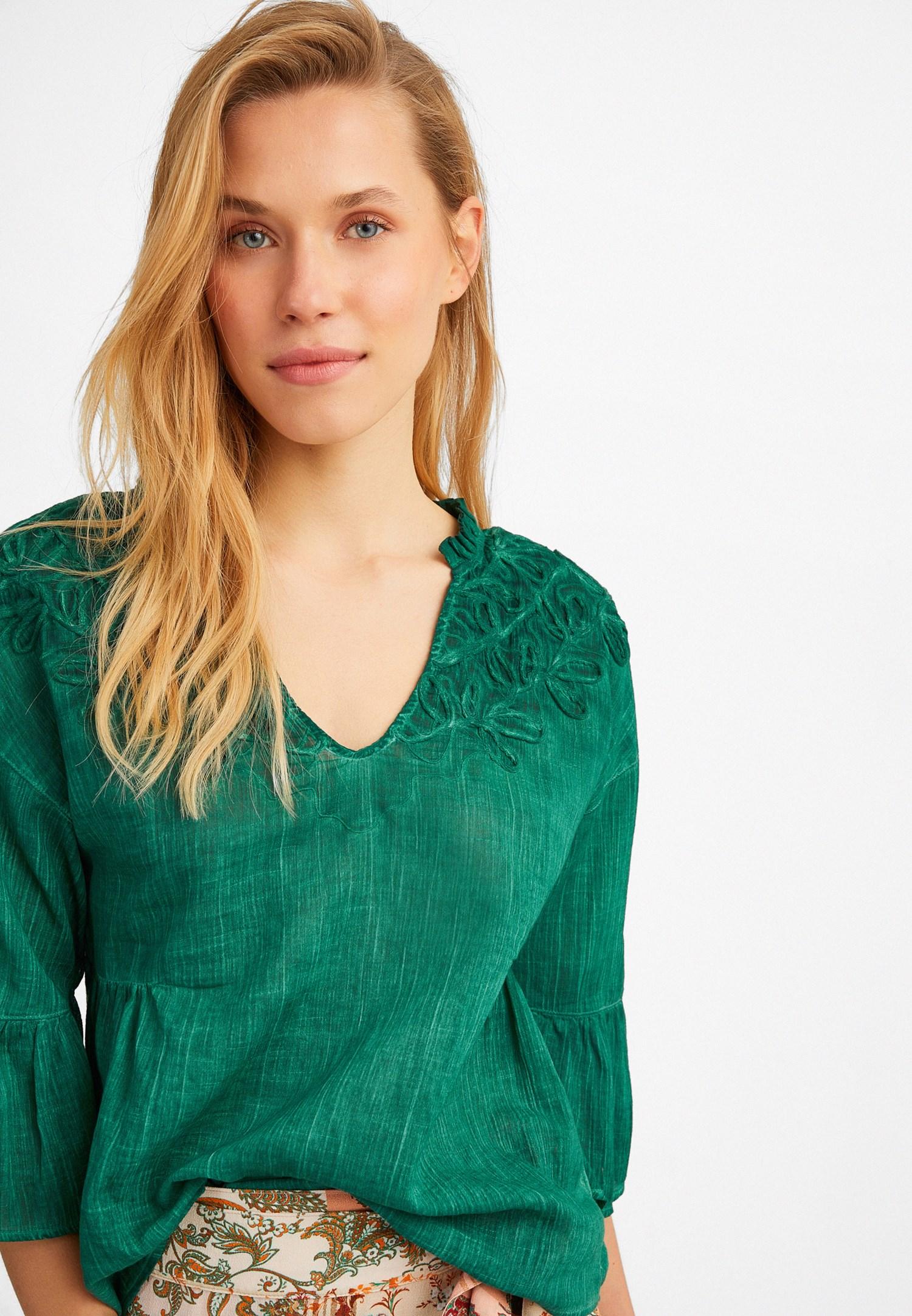Bayan Yeşil Nakış Detaylı Yıkamalı Bluz