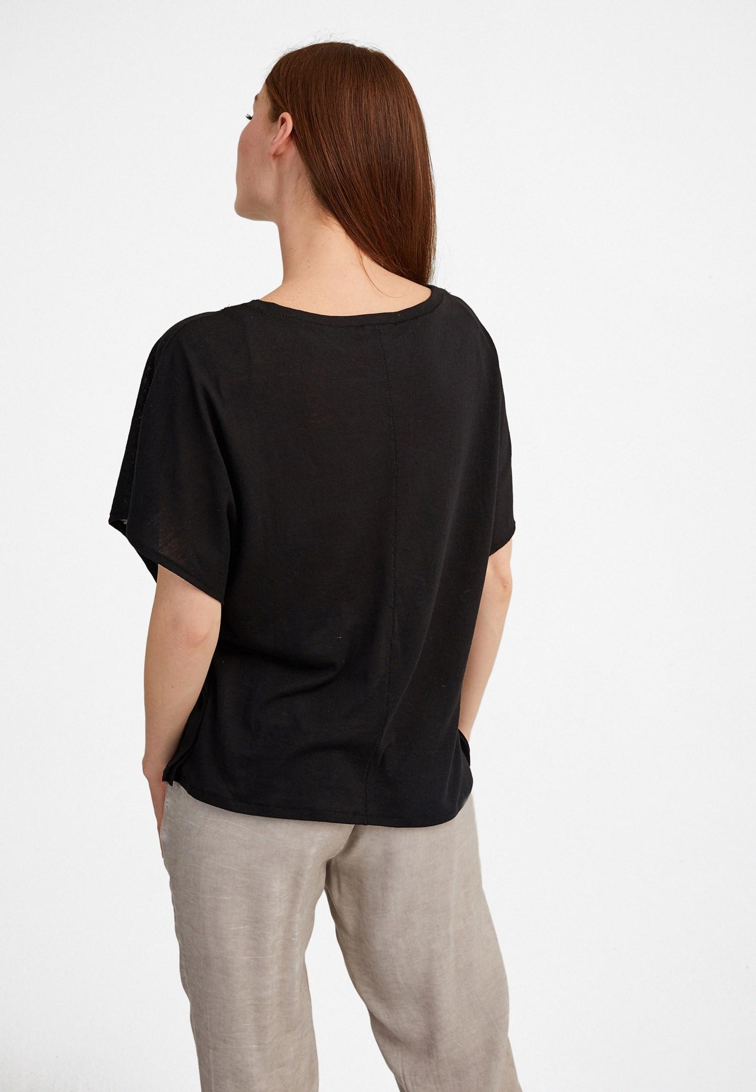 Bayan Siyah Sıfır Yaka Volanlı Tişört