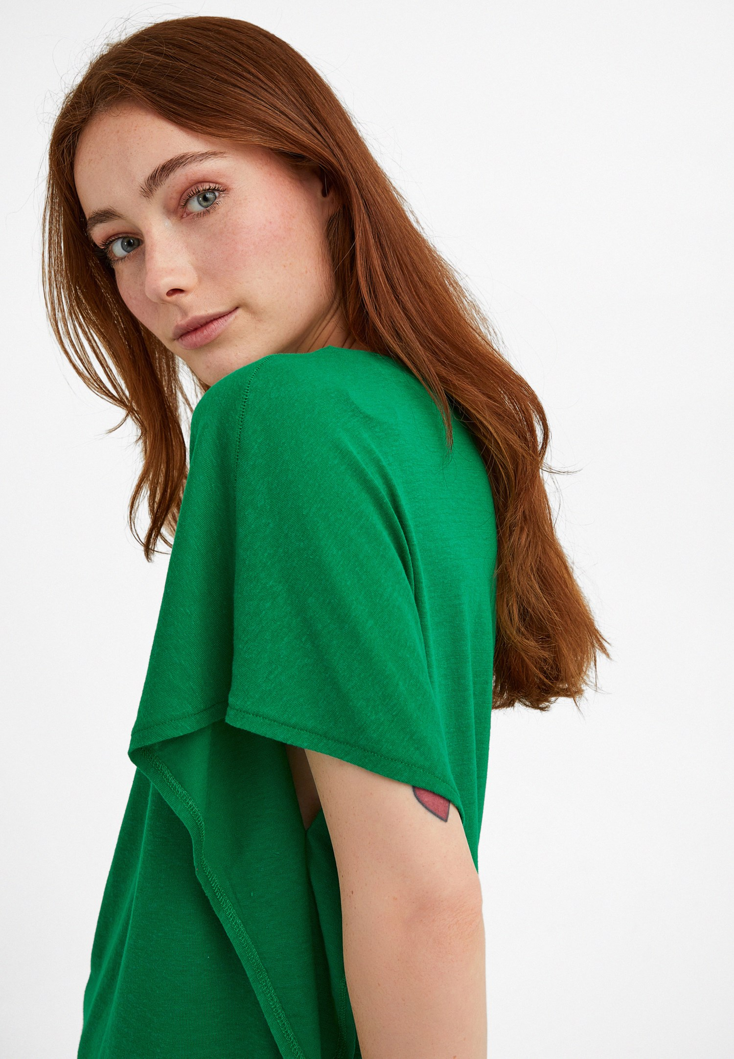 Bayan Yeşil Sıfır Yaka Volanlı Tişört