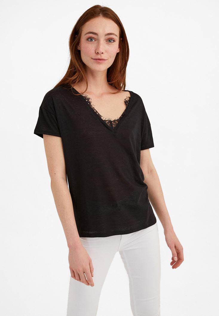 Siyah V Yaka Dantel Detaylı Tişört