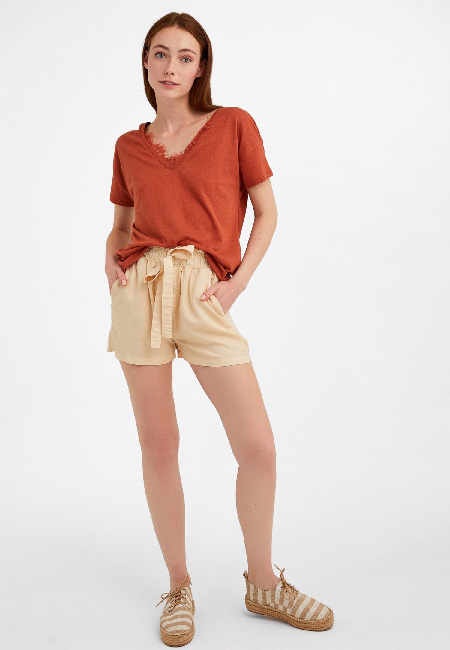 Bayan Kahverengi V Yaka Dantel Detaylı Tişört