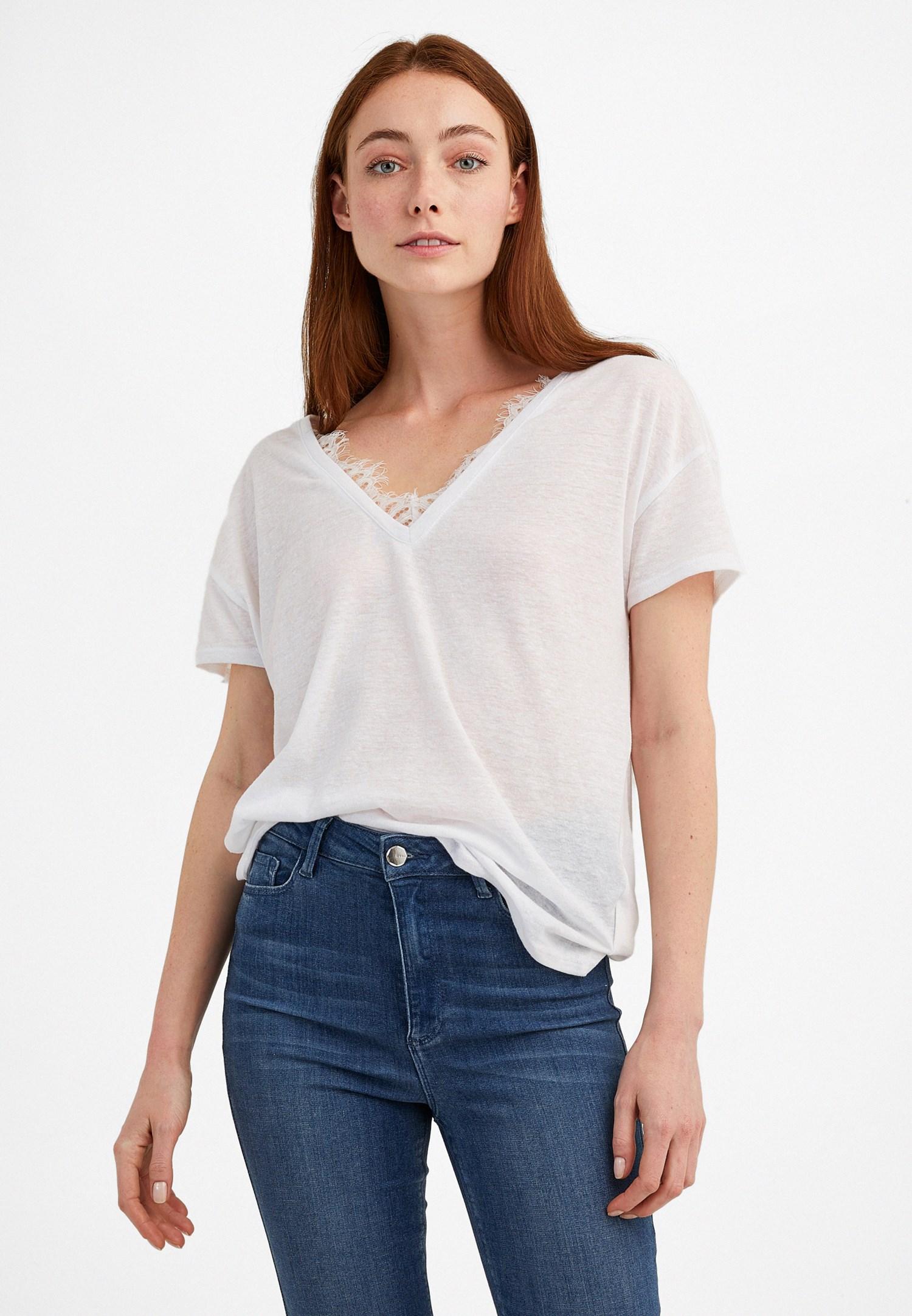 Bayan Beyaz V Yaka Dantel Detaylı Tişört