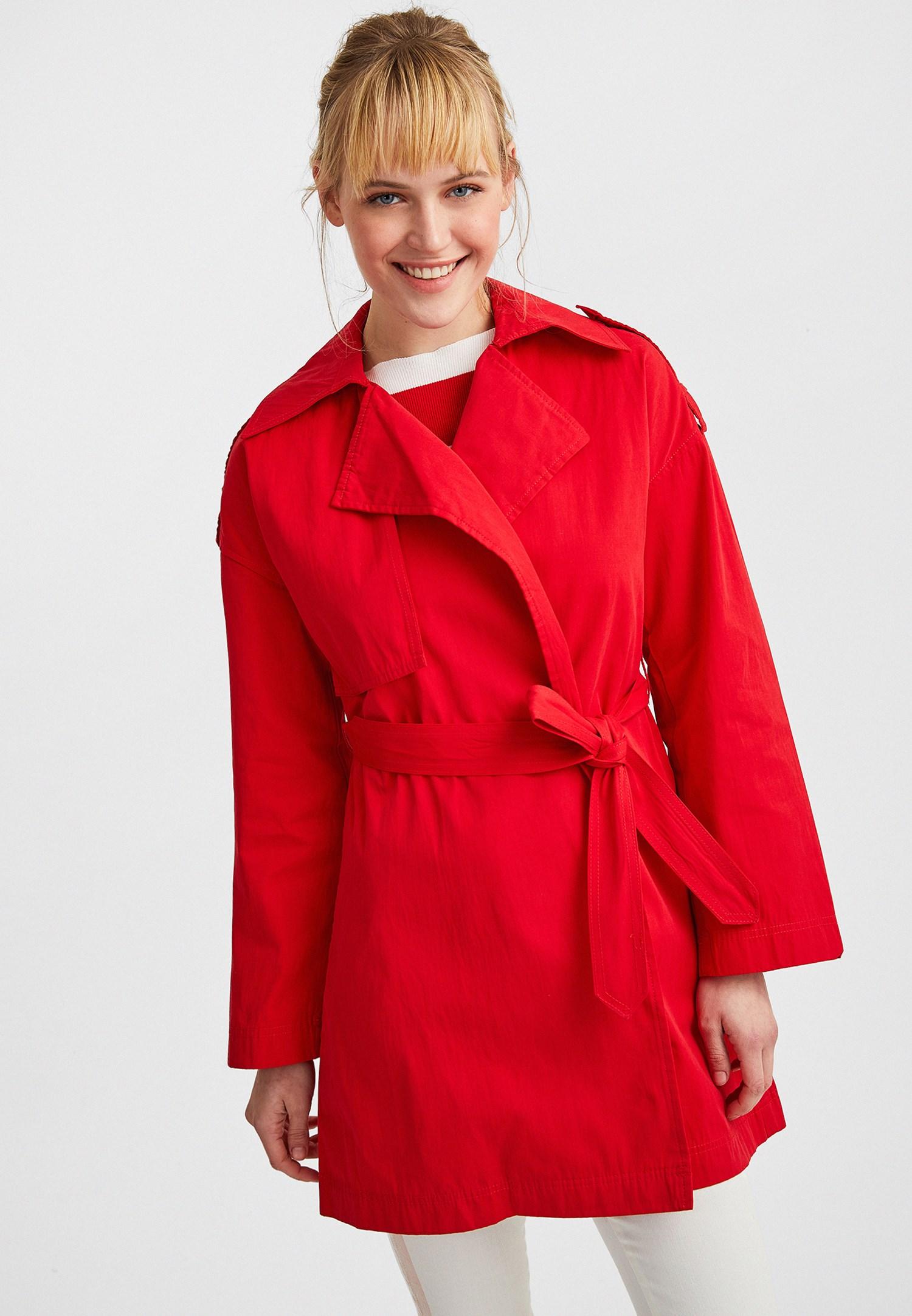Bayan Kırmızı Beli Kemerli Trençkot
