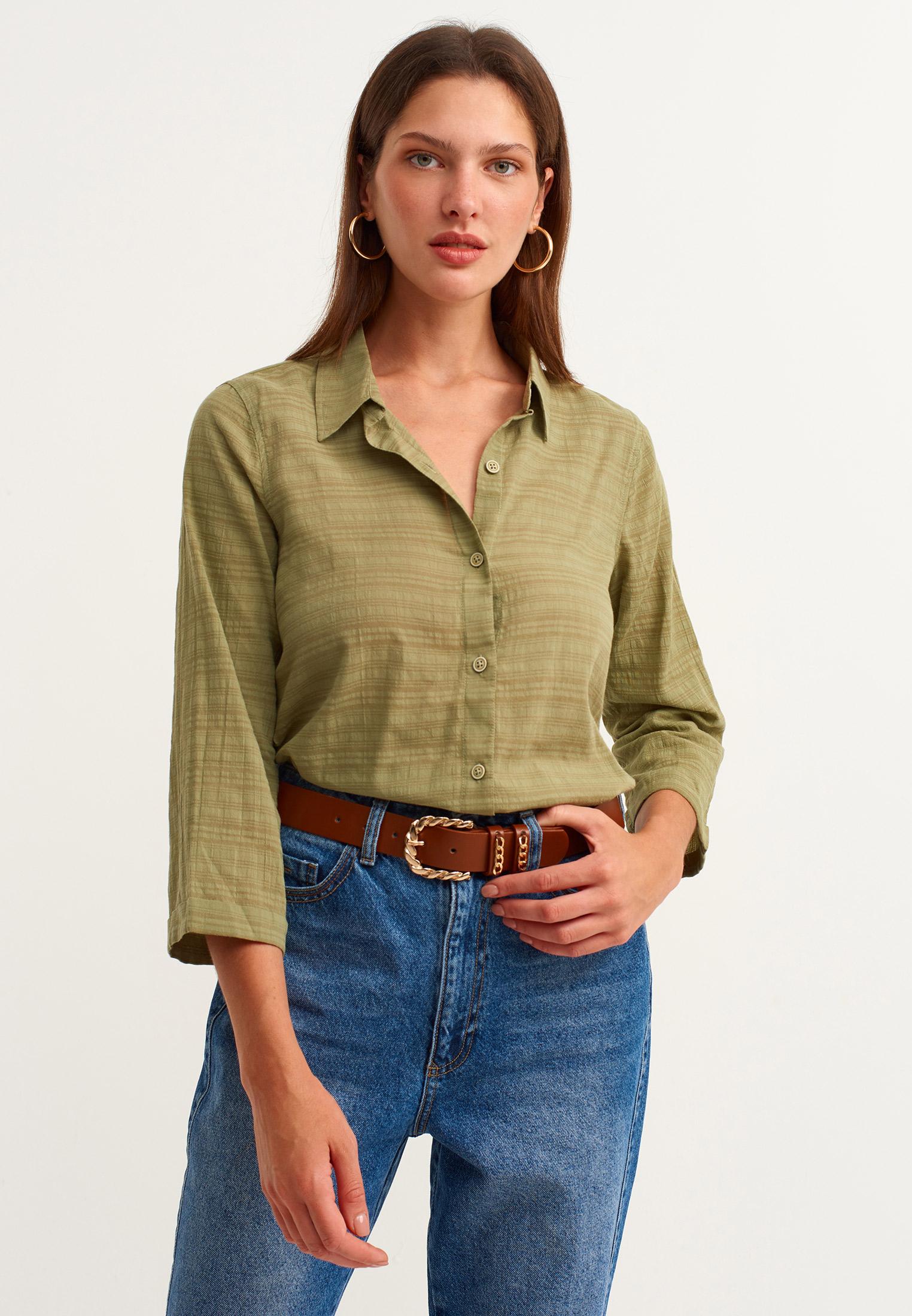 Bayan Yeşil Arkası Uzun Dokulu Gömlek