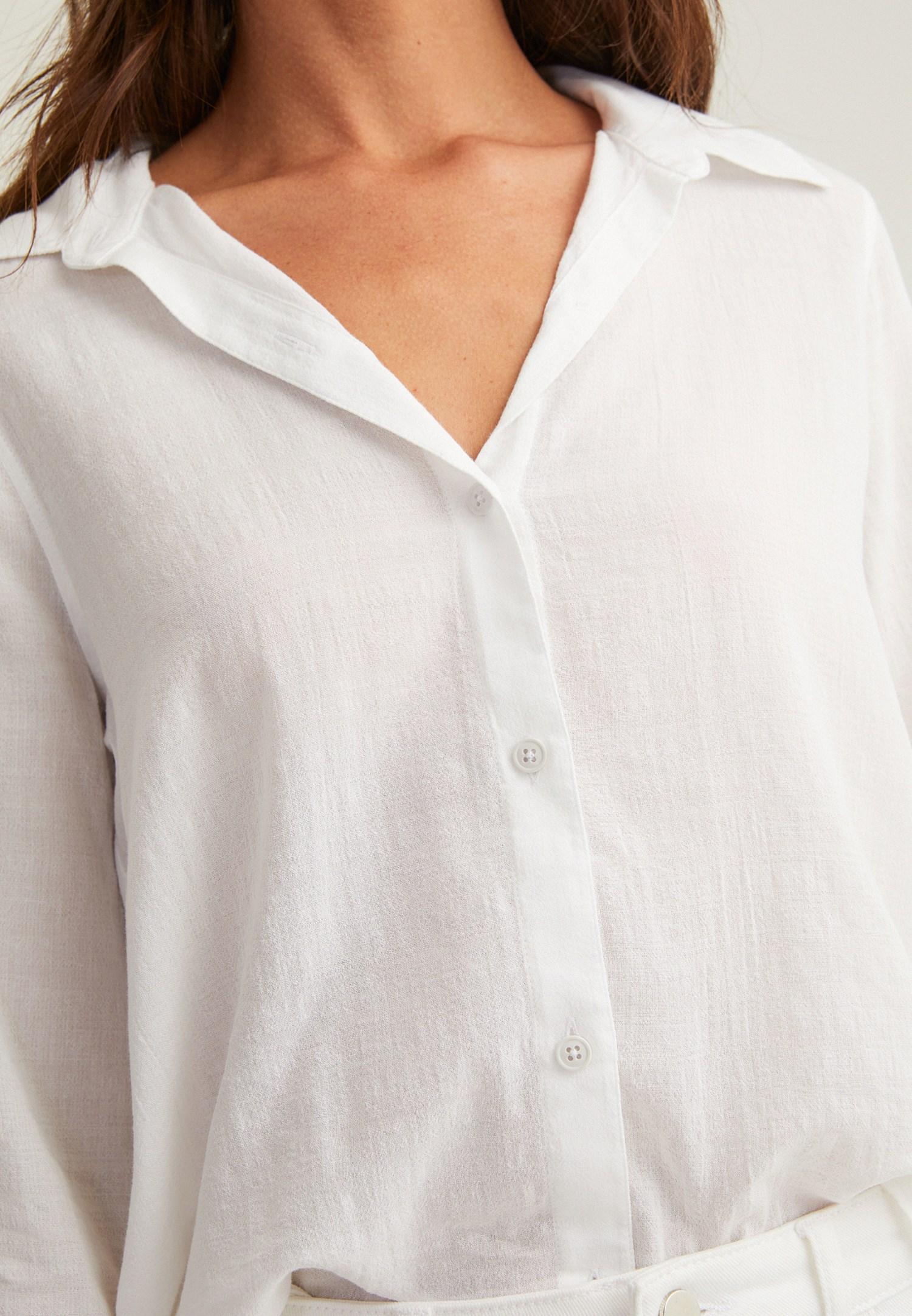 Bayan Beyaz Arkası Uzun Dokulu Gömlek