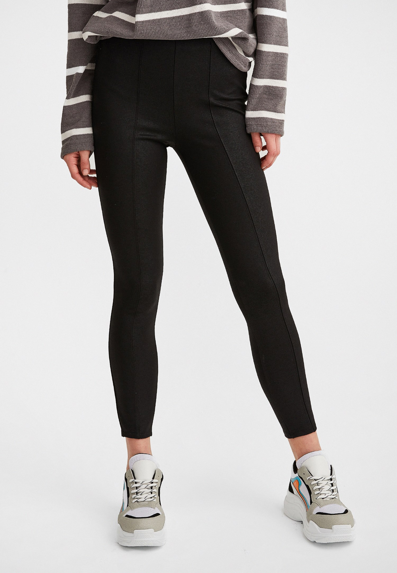Women Black High-Waisted Jeggings