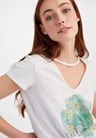 Bayan Beyaz Kesik Detaylı Baskılı Tişört