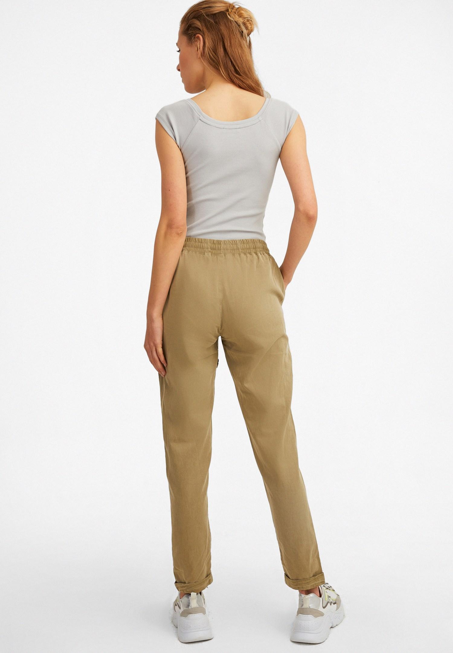 Bayan Yeşil Beli Lastikli Havuç Kesim Pantolon