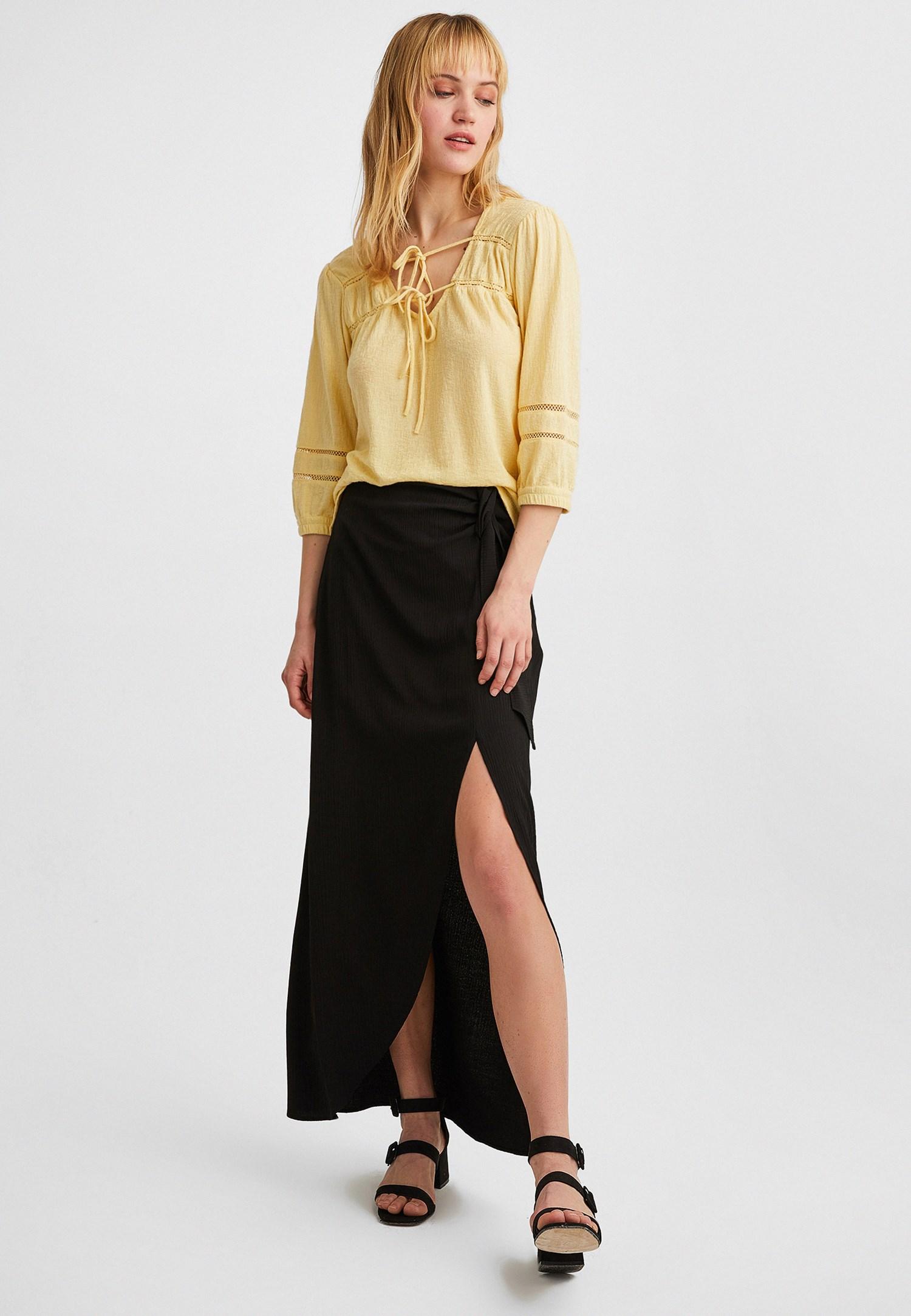Bayan Sarı Bağlama ve Dantel Detaylı Bluz