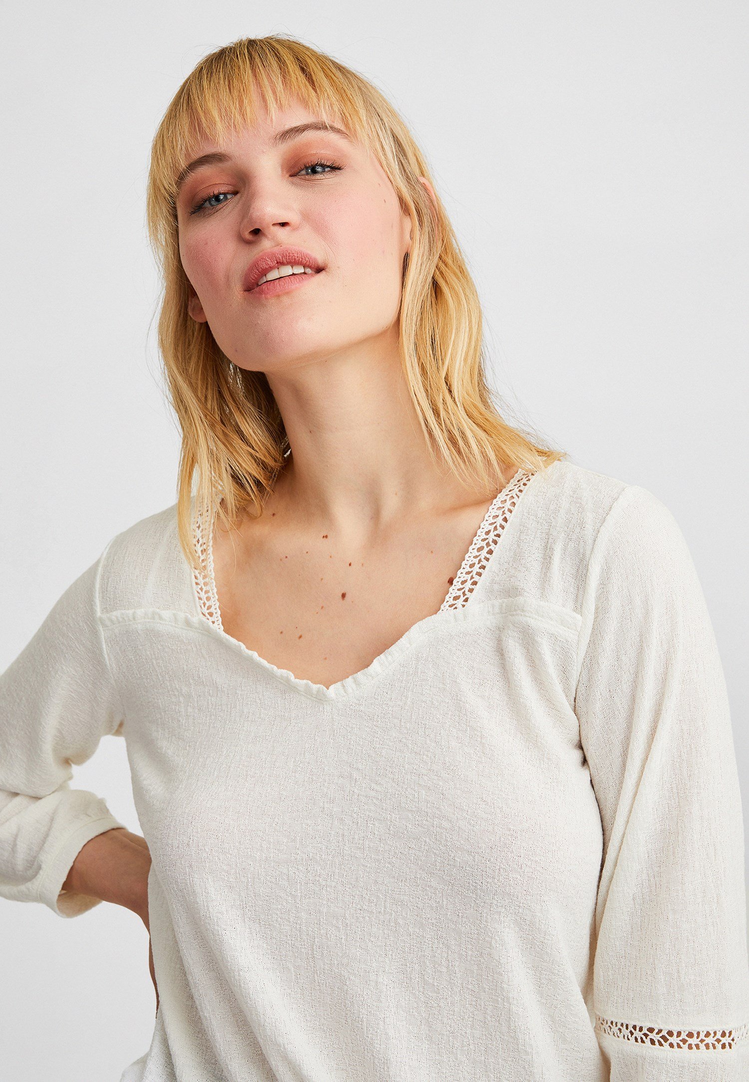Bayan Krem Dantel Detaylı Uzun Kollu Bluz
