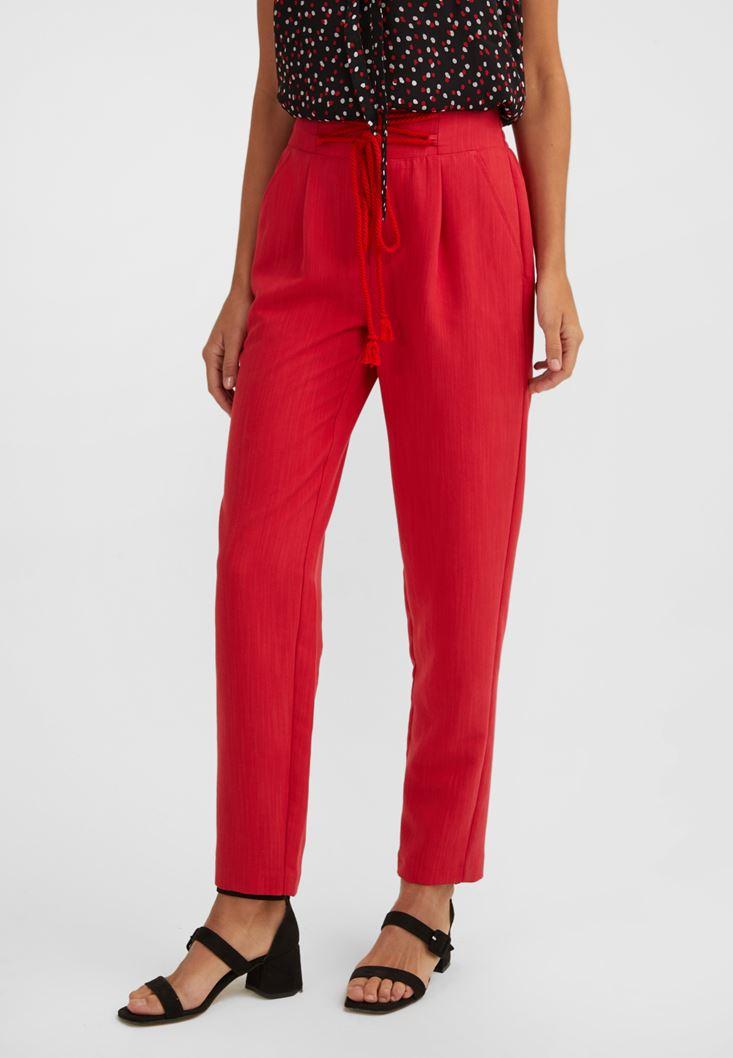 Kırmızı Pile Detaylı Bağcıklı Pantolon