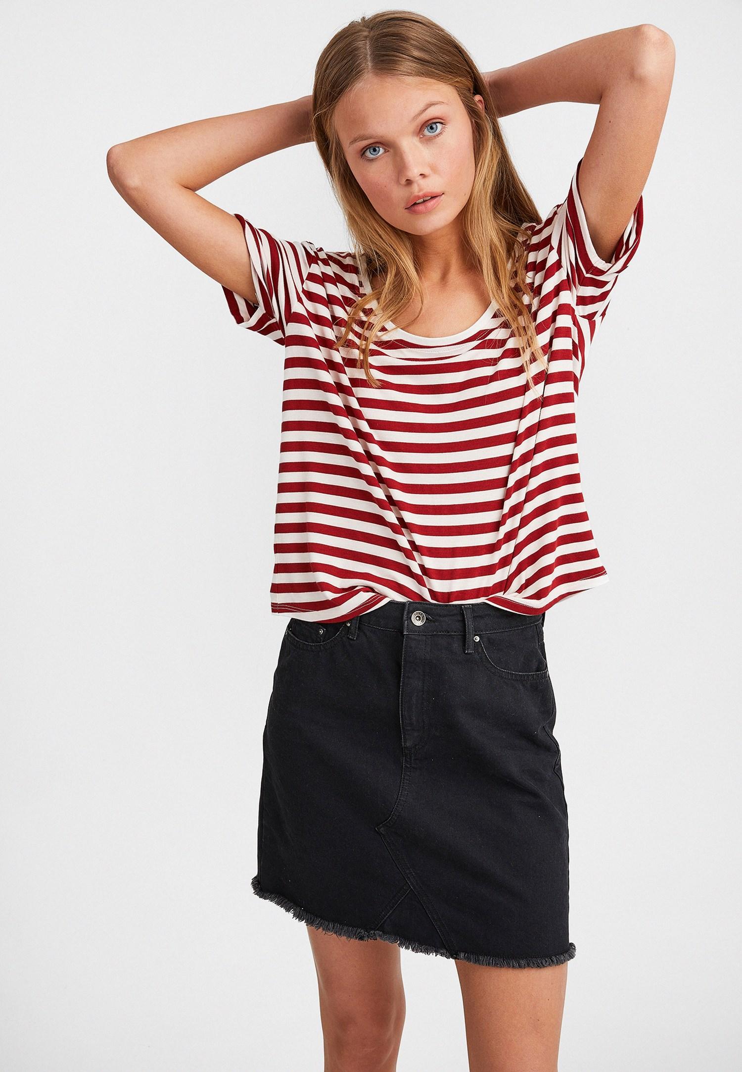 Bayan Çok Renkli U Yaka Çizgi Desenli Tişört