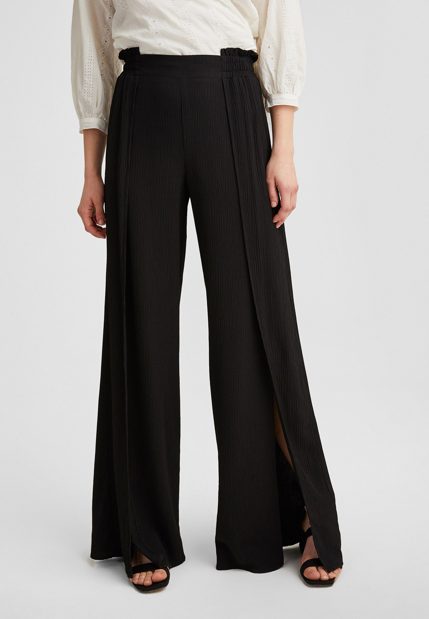Bayan Siyah Yırtmaç Detaylı Bol Paça Pantolon