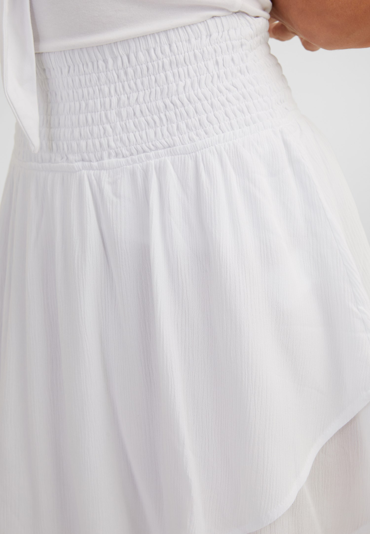 Bayan Beyaz Asimetrik Kesim Beli Lastikli Etek