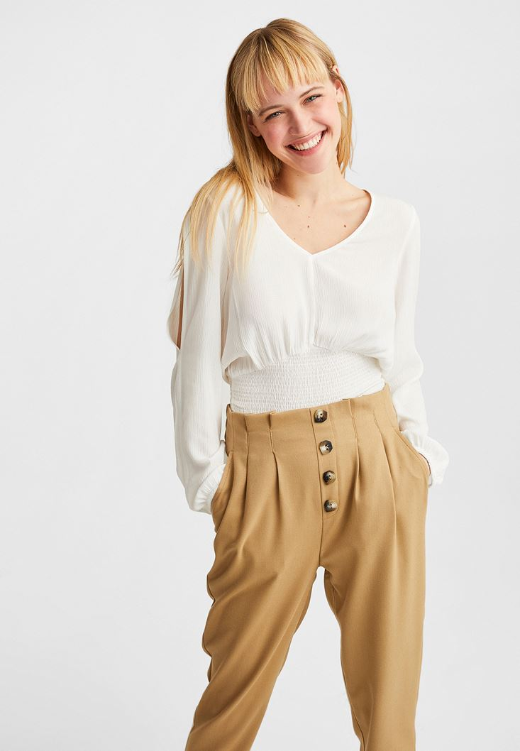 Krem Kol Detaylı Beli Lastikli Bluz