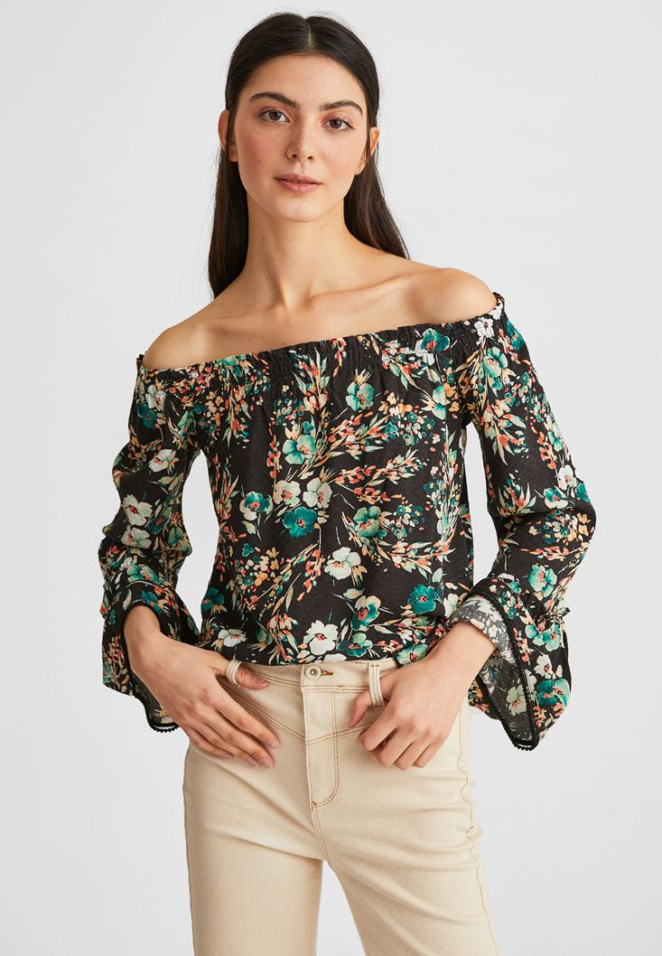 Black Off-Shoulder Floral Pattened Blouse