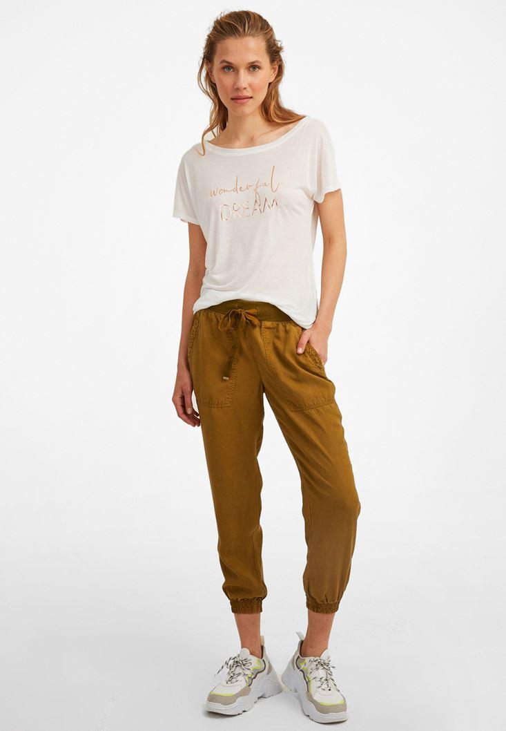 Jogger Pantolon ve Tişört Kombini